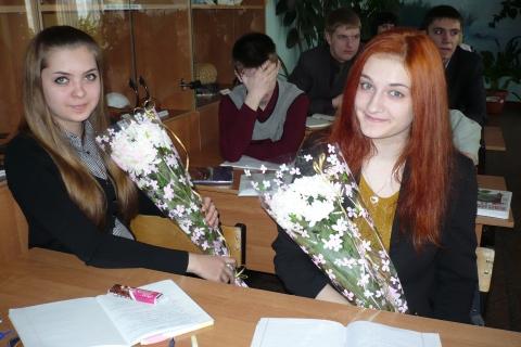 Так приятно получать поздравления - самые красивые учащиеся своей школы