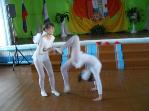 Юные гимнастки - Алла Николаевна Догадова