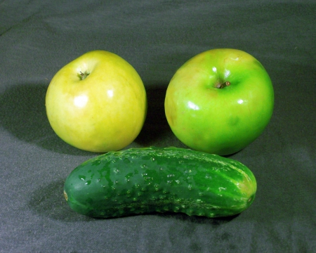 Зелёные яблоки и огурец
