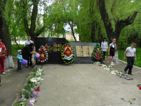 Памятник погибшим... - Татьяна Дмитриевна Лосева