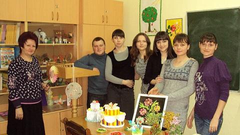Студенты педфака АГПУ в кабинете декоративно-прикладного искусства - Ольга Дмитриевна Шалимова
