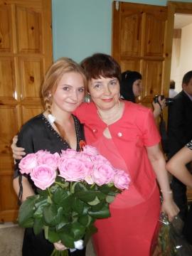 С выпускницей Голендухиной Кристиной - Марина Юрьевна Горбачева