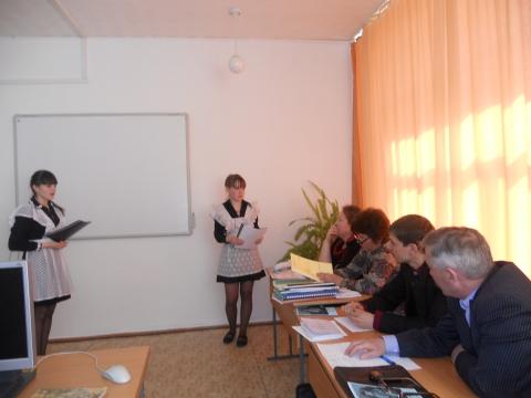 Ира и Юля представляют свой проект - Наталья Анатольевна Ратке