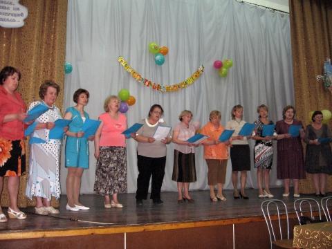 Учителя поют песню выпускникам - Лицей № 572